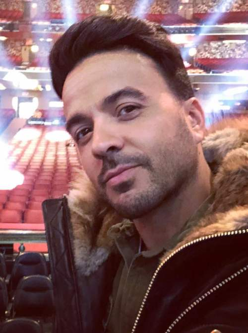 latest luis fonsi hairstyle
